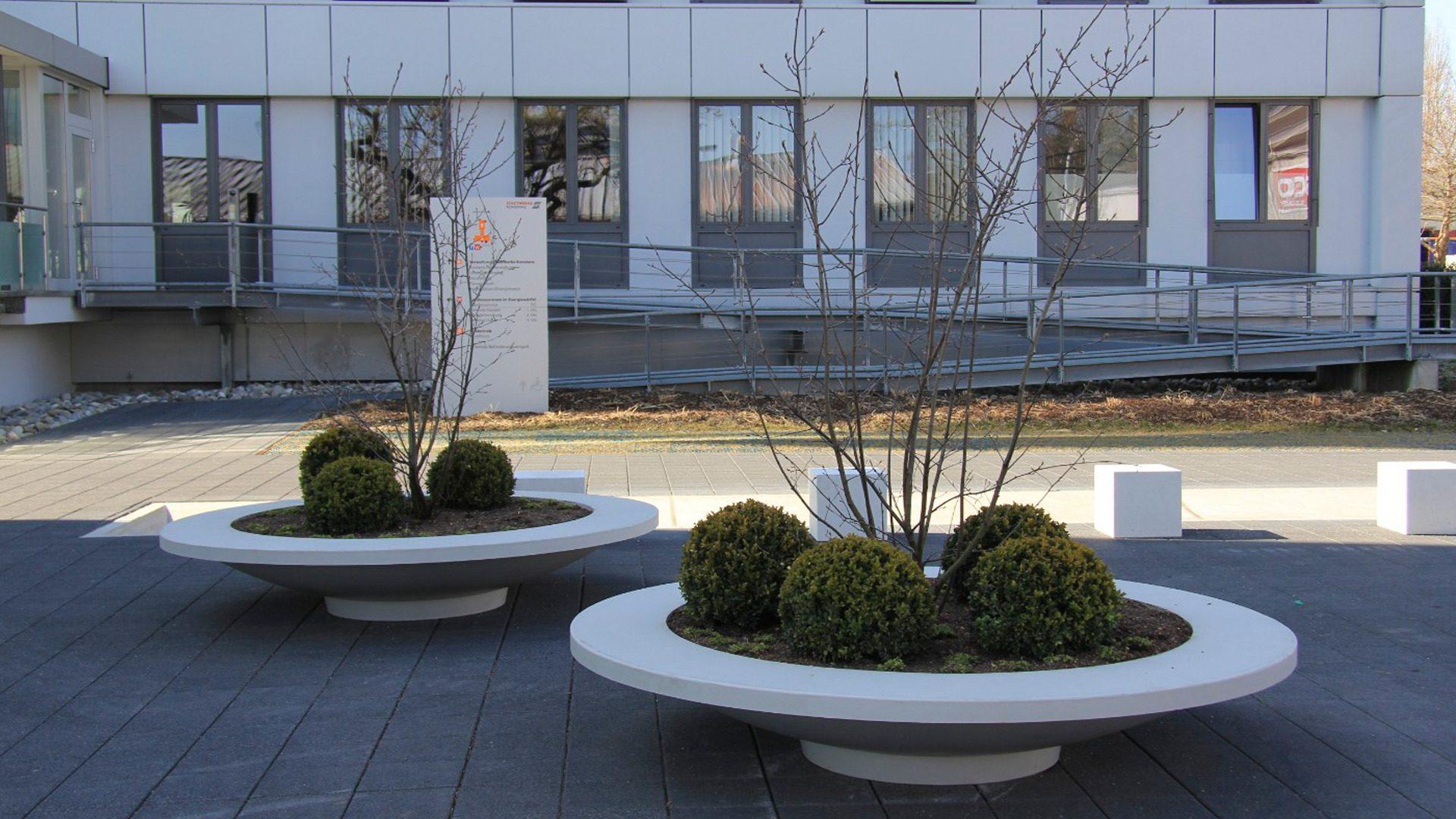 Jak wykorzystać betonowe donice z przestrzeni miejskiej